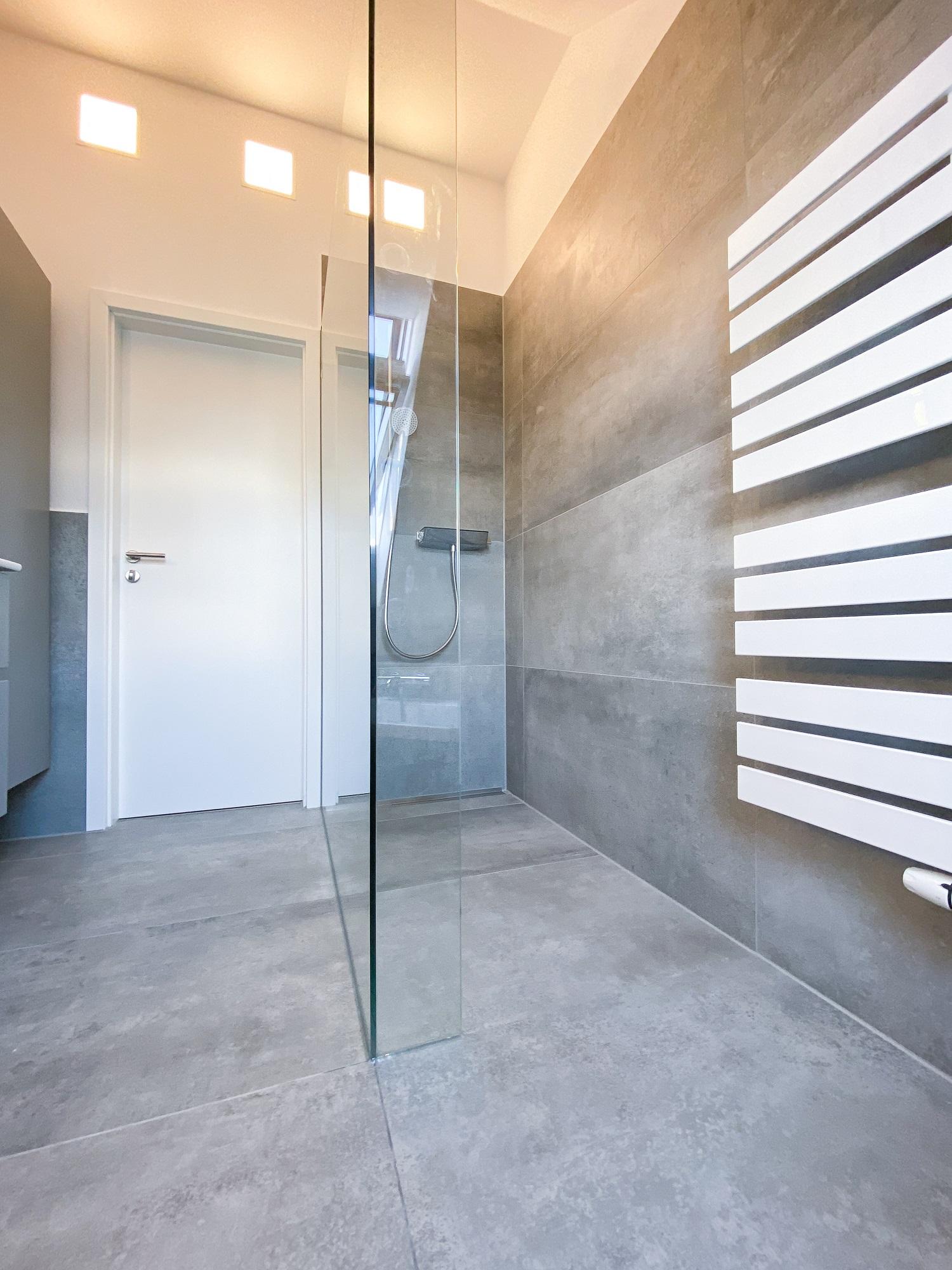 Referenzbild Ergebnis Blick auf Dusche, Tür